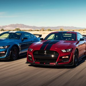 2020-ford-mustang-shelby-gt500-1(1).jpg